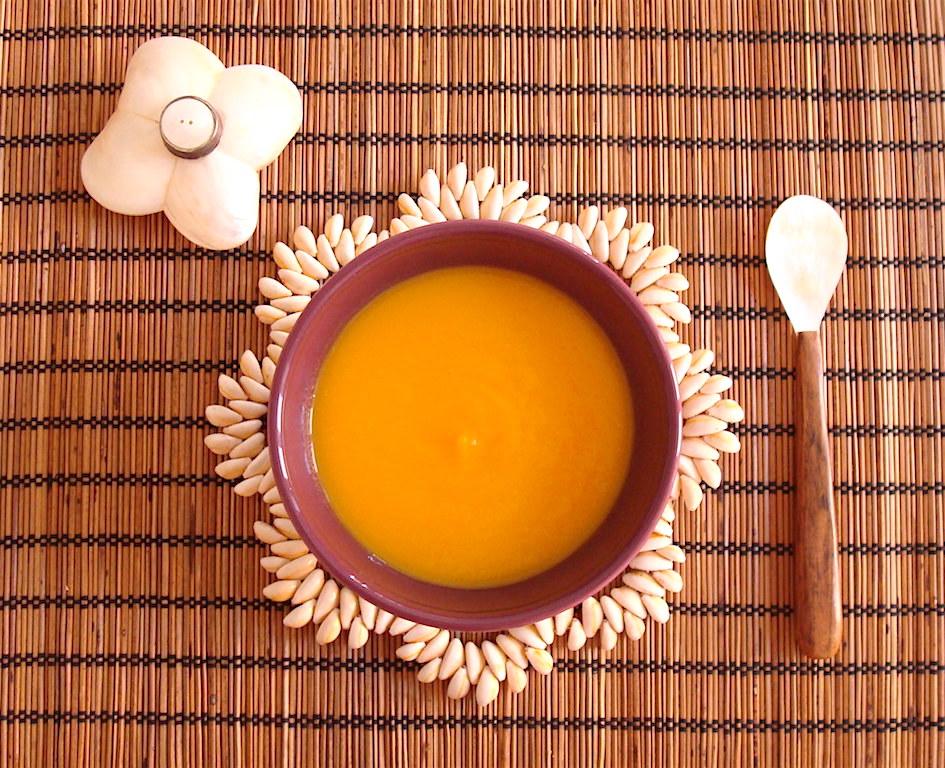 Vellutata tiepida di carote, porri e zenzero fresco