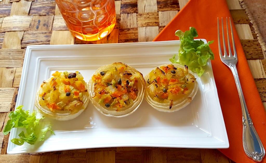 Cipolle bianche ripiene dorate in forno