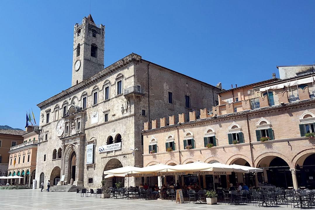 Ad Ascoli Piceno Piazza del Popolo è un salotto a cielo aperto